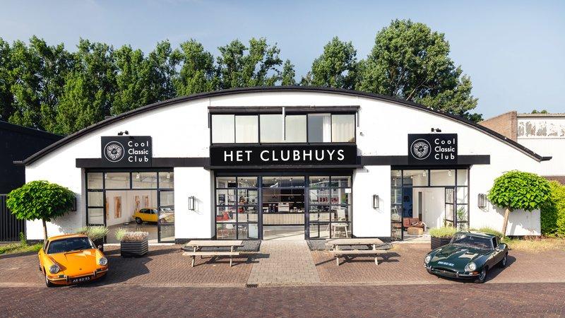 De gevel van de Cool Classic Club in Naarden