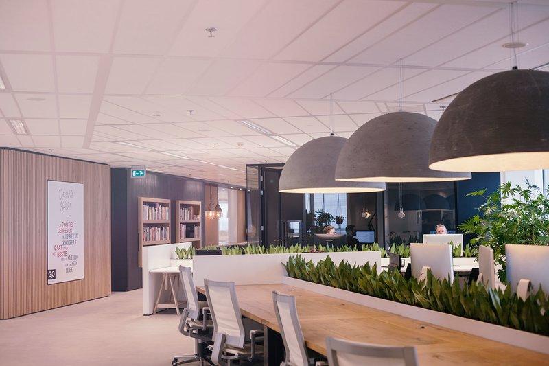 The office g2o uit utrecht geeft presentaties in de bioscoopzaal sprout - Kantoor transparant glas ...