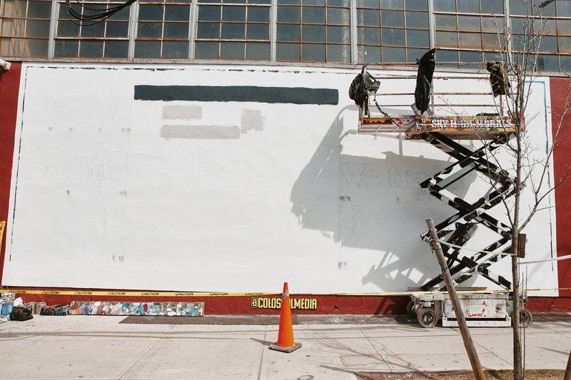 De billboards van WeTransfer worden aangebracht in Bushwick in New York