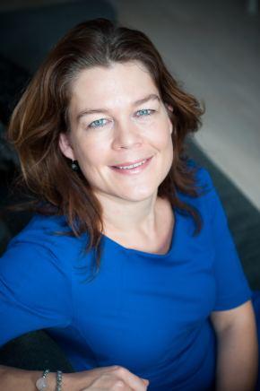 Bouwjaar1974 Is Chief Operating Officer bij Triodos Bank Goudhaan in2013,2014, 2015, 2016 en 2017 OpleidingTechnische bedrijfskunde (Rijksuniversiteit Groningen) Jellie Banga, voor de vierde keer uitgeroepen tot Goudhaantje, is net als vele collega-Goudhaantjes een product van een zeer talentvol ING-klasje van eind jaren negentig. Anno 2016 is zij de operationeel directeur bij misschien de groenste bank van Nederland. Binnen de driekoppige directie is zij verantwoordelijk voor de centrale operaties, de ICT en de internationale coördinatie van de personalbankingactiviteiten - een groeiactiviteit voor de duurzame bank. Banga vertelde eerder aanMTtevreden te zijn met haar overstap van ING naar Triodos: 'Ik ben blij dat ik de kans krijg om als coo eenbelangrijke bijdrage te leveren aan de verdere ontwikkeling van Triodos Bank en daarmee aan een duurzamere maatschappij en wereld.'