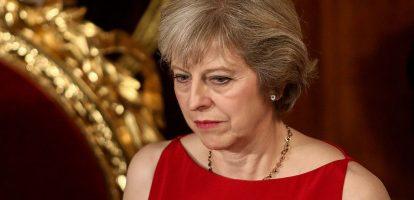 1. Deloitte: Geen plan voor Brexit Een rapport van consultantcy firma Deloitte zorgt voor grote ophef in Londen. De conclusie is namelijk dat de conservatieve regering van Theresa May geen samenhangend plan heeft voor de Brexit. Ook zou er onderling veel onenigheid zijn tussen haar ministers over dit onderwerp. De conclusie van Deloitte staat in schril contrast met de boodschap die May uit wil stralen: alles onder de controle en de Brexit wordt een succes. 2. Duitsers overwegen Basel III op te blazen De Duitse Bundesbank heeft gedreigd weg te lopen bij de onderhandelingen over Basel III, de nieuwe nog strengere bankregels, dat schrijft Bloomberg. De Duitsers hebben grote moeite met de houding van de Amerikanen. De laatsten willen dat onafhankelijke instaties de risico's en daarmee de waarde van bankbezittingen inschatten, in plaats van de bank zelf. Duitsland wil dat niet: banken moeten een bepaalde zelfstandigheid behouden bij het waarderen van hun bezittingen. Overigens speelt dit ook voor Nederland. Kees van Dijkhuizen, nu cfo en straks de ceo van ABN Amro, waarschuwde in een interview met MT dat de huidige voorstellen desastreus voor Nederlandse banken én huizenbezitters kunnen uitpakken. 3. Investeerders zetten Ron Dennis, oprichter McLaren, aan de kant Ron Dennis, oprichter, aandeelhouder en tot deze week ceo van McLaren Technology Group, stapt na 35 jaar op onder druk van investeerders. McLaren is vooral bekend van met Formule 1 team dat ook dit jaar weer meedoet als McLaren Honda. De grote successen werden overigens geboekt in de jaren dat Dennis ook nog aan het hoofd stond van het raceteam dat met name met Mercedes motoren titels in de wacht wist te slepen. De laatste jaren is McLaren ook bekend van de bouw van zogenaamde supercars. Aanleiding voor het vertrek van Dennis, die zelf overigens nog 25 procent van de aandelen bezit, waren volgens Bloomberg zijn plannen om het bedrijf voor 2,1 miljard dollar aan Chinese investeerder te verkopen. Een opvallende st