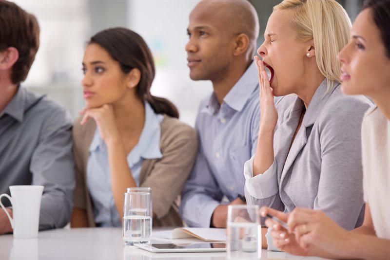 Bob is divisiedirecteur bij een groot concern. Hij doet zijn best. Deze keer wordt hem gevraagd hoe hij de vele vergaderingen wat bondiger denkt te kunnen maken.