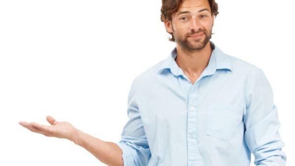 Het klassieke gebruik van de interim-manager, namelijk het verlichten van werkdruk en het vervangen van medewerkers die tijdelijk out zijn, is aan het uitbreiden. 'Als u bijvoorbeeld een nieuwe technologie introduceert, kan een interim-manager met de nodige expertise, die niemand in het bedrijf heeft, de technologie implementeren. Terwijl hij of zij dat doet, heeft u rustig de tijd om iemand aan te werven die naderhand met de technologie moet werken,' zegt Joris-Karl Pottier, manager Interim Management bij Michael Page. Ervaring, objectiviteit en flexibiliteit Interim-managers werken per definitie bij verschillende ondernemingen. Daardoor kunnen ze problemen aanpakken met de ervaring van vorige opdrachten bij andere bedrijven. Omdat ze altijd als 'buitenstaanders' binnengehaald worden, zijn in staat om met een objectieve, frisse kijk naar projecten of bedrijven te kijken. Door hun onafhankelijkheid zijn ideaal geplaatst om moeilijke beslissingen te nemen en lastige veranderingen door te voeren. Interim-management wordt ook steeds vaker gebruikt als een alternatief voor de proefperiode, die in 2014 werd afgeschaft. 'Het is een iets duurdere oplossing, maar het geeft bedrijven wel de nodige flexibiliteit om rustig een kandidaat te beoordelen en te beslissen over de aanwerving', zegt Joris-Karl. Ook betaalbaar voor KMO's De prijs van een interim-manager hangt grotendeels van de sector af waarin hij of zij actief is – farma en finance zijn bijvoorbeeld de 'dure' sectoren – en uiteraard van zijn ervaring. 'Volgens onze cijfers zijn 60 à 70 procent van de bedrijven die interim-managers inschakelen, bedrijven met meer dan 1.000 werknemers. Maar de overige 30 tot 40 procent zijn KMO's', aldus Joris-Karl. 'Voor een KMO is 800 euro per dag misschien te duur. Maar voor 400 à 500 euro haal je wel een degelijke manager in huis, die jouw directe noden licht, ook al is het dan geen senior manager.'