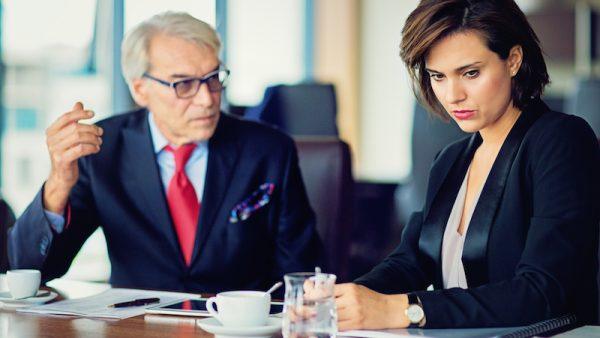 Als manager ontkom je er niet aan: het slecht nieuws gesprek. Hoe breng je mindere berichten het best aan je team? 5 tips.