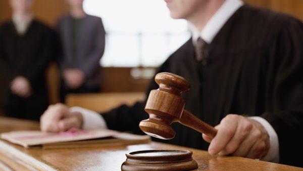 Advocate Eva Knipschild schrijft voor MT over rechtszaken die op haar bureau terecht komen. Dit keer bespreekt ze het relatiebeding in het contract van een werknemer. Wie vallen er allemaal onder die term?