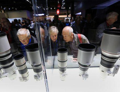Van de 163ste plek in 2016 naar de 38ste in 2017. Wellicht dat de overname van een Toshiba-onderdeel eind 2016 daar iets mee te maken had. Canon betaalde omgerekend 5,3 miljard euro voor het onderdeel dat onder meer MRI-, röntgen- en ultrasone apparaten produceert. Daarmee wordt het een directe concurrent van onder andere Philips. Voor 2016 vielen de resultaten tegen. Canon moest in april zelfs een winstwaarschuwing afgeven. Het weet de winstdaling onder meer aan de dure yen. Voor 2016 boekte het bedrijf een nettowinst van 229 miljard yen, omgerekend 1,9 miljard euro. Het jaar ervoor was dat nog 355 miljard yen, bijna 3 miljard euro. Desalniettemin heeft het bedrijf een ijzersterke reputatie, afgaande op de stijging in de MT500 lijst.