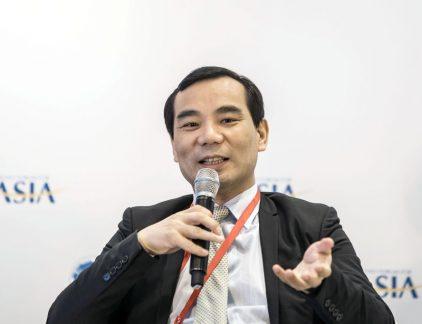 1. Topman Chinese moeder Vivat (SNS Reaal) opgepakt Wu Xiaohui, de topman van Anbang, is 'niet in staat zijn functie te vervullen' zo laat de Chinese verzekeraar weten, schrijft The Financial Times. Het bedrijf bevestigt tegen de krant dat de topman in hechtenis is genomen door de Chinese overheid. Het lijkt erop dat Wu is opgepakt in het kader van een groot anti-corruptie-onderzoek dat wordt uitgevoerd. Anbang is eigenaar van de Nederlandse verzekeraar Vivat, beter bekend onder de oude naam SNS Reaal.