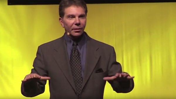 'Wie geeft, die krijgt.' Wederkerigheid is een van de zeven beïnvloedingsprincipes van Robert Cialdini. Krijgen we iets, dan voelen we een onbeheersbare neiging om iets terug te doen. Dat zit diep in ons DNA verankerd.