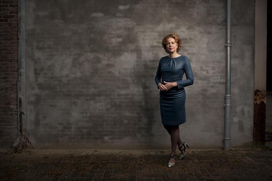 Thijssen groeit op in de buurt van Gouda en gaat na haar middelbare school naar Utrecht om Rechten te studeren. Daarnaast volgt ze ook de opleiding personeelwetenschappen. Naast haar studie werkt ze bij de NS als schaderegelaar.Ze klimt er uiteindelijk op tot directievoorzitter NS Reizigers. Technisch bedrijf In 2014 maakt ze de overstap naar Alliander om als COO plaats te nemen in de raad van bestuur. Over de overstap zegt ze in een eerder interview met Management Team :'Alliander is een technisch bedrijf, onze teams van monteurs bestaan voornamelijk uit mannen. In de leidinggevende posities zijn vrouwen juist wel redelijk goed vertegenwoordigd: 26 procent van de leidinggevenden is vrouw. Dat is gunstig: vrouwen benaderen vraagstukken vaak vanuit een andere invalshoek en maken meer verbinding. Van collega's hoor ik dat ik openhartig ben, me kwetsbaar opstel. Dat zijn vrouwelijke eigenschappen waarmee ik denk dat ik een voorbeeld kan zijn voor anderen.' Ze heeft de functie van COO, maar dat blijkt ze in praktijk niet zo nauw te liggen: 'De CEO, de CFO en ik vormen een collegiaal driemanschap, waarbinnen ieder van ons zich bezighoudt met het ontwikkelen van de strategie en de uitvoering daarvan.' zegt ze in Management Scope. Salaris Toch is er een belangrijk verschil tussen haar en haar collega's. Het salaris. Na beroering over het salaris van rond de vier ton van de CEO Peter Molengraaf past Alliander het beloningsbeleid aan. Thijssen verdient een stuk minder dan haar collega-bestuursleden. Ze doet het goed. In 2016 wordt ze gekozen totTopvrouw van het Jaar, een titel die voorbehouden is aan een topvrouw die een jaar boegbeeld is voor vrouwen in het bedrijfsleven. In het juryrapport wordt ze geprezen vanwege 'haar lef en verbindende leiderschapsstijl waarmee zij een belangrijke rol vervult in een door mannen gedomineerde wereld. In een branche met een grote maatschappelijke relevantie waar vrouwelijk leiderschap onontbeerlijk is.' Afwezigheid Begin dit jaar neemt CE