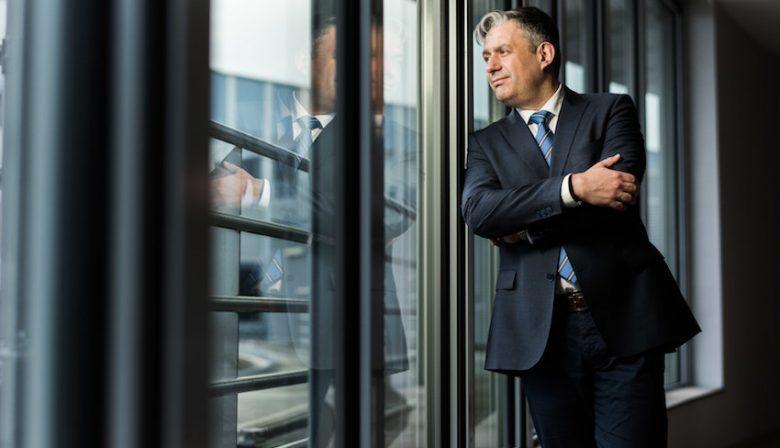 Ziekenhuisdirecteur Marc Van Uytven, OLV Ziekenhuis Aalst, heeft één belangrijk product: vertrouwen. Zijn visie op servant leadership.