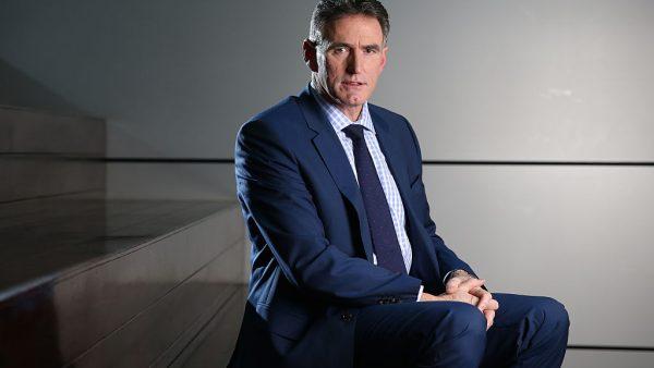 McEwan werd in Nieuw-Zeeland geboren, maar reisde voor werk de hele wereld over. Hij landde uiteindelijk in 2013 in Schotland als CEO van The Royal Bank of Schotland, maar deed ervoor al veel ervaring op in de financiële sector. Ook managementfuncties zijn hem niet onbekend, eerder was hij al manager bij Retail Banking Services, werkte hij voor Commonwealth Bank of Australia en erna werkte hij vijf jaar als CEO voor Retail United, alvorens door RBS te worden weggegapt. Studies In Nieuw-Zeeland volgde hij zijn opleiding, eerst aan de jongensschool Hastings en later aan de Massey University. Hij studeerde succesvol af in bedrijfseconomie en HRM, ondanks dat hij twee keer zakte voor het vak accountancy. Later volgde McEwan nog een MBA aan Harvard in Amerika. Rode cijfers Hem stond een flinke klus te wachten bij RBS, hij moest de bank namelijk uit de rode cijfers trekken, waar het al tijden mee te maken had. Begin dit jaar kwamen er berichten naar buiten dat dit plan leek te lukken: er wordt weer winst verwacht in 2018. McEwan's aandeel hierin was dat hij scherp in de kosten sneed, onderdelen verkocht en het kapitaal van de bank wist te vergroten. Verhuizing Nu blijkt dat de RBS zijn hoofdkantoor, momenteel gevestigd in Londen, wil verhuizen naar Amsterdam. Het is niet het enige bedrijf dat vlucht voor de gevolgen van de Brexit. Veel bedrijven zijn bang om hun ticket naar Europa te verliezen en schuiven daarom met vestigingen. Vanuit Amsterdam is het namelijk na de afscheiding van Groot-Brittannië nog mogelijk om zaken te doen met de hele Europese Unie. Onder meer obligatiebedrijven Tradeweb en MarketAxess verhuizen hun vestiging naar Amsterdam, waarschijnlijk de Zuidas.