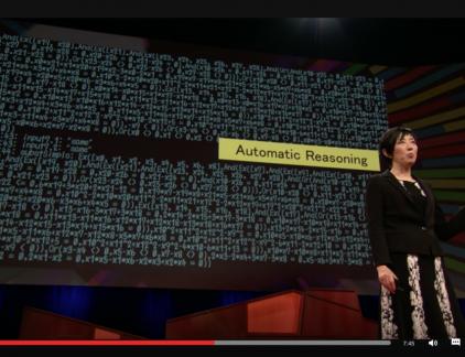 In deze Ted-talk vertelt Noriko Arai over het project Todai waarin een AI-robot het opneemt tegen potentiele studenten in het toelatingsexamen voor Tokyo University, de meest prestigieuze universiteit van Japan. Zonder ook maar iets te begrijpen van de vragen die worden gesteld weet de robot toch te presteren in de top-20 procent van de studenten. Het succes van de robot werpt belangrijke vragen op over de toekomst van het onderwijs. Hoe kunnen we onze kinderen voorbereiden op een toekomst waarin AI een rol speelt?