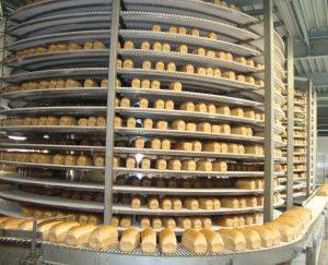 CEO: Hans Stoop Plaats: Oss Omzet 2016: 43miljoen euro Gemiddelde groei (2012-2016):6,8% Gemiddelde EBIT (2012-2016):8,3% FTE: 133 Machinefabriek Verhoeven uit Oss, opgericht in 1968, is een engineering- en productiebedrijf gespecialiseerd in machinebouw en interne transportsystemen, variërend van de koelinstallatie van een bakkerij tot aan assemblagesystemen voor de vrachtwagens van DAF. Met de vele dochterondernemingen, die ze 'satellieten' noemen, worden projecten gedraaid in Europa, maar ook in landen als Nigeria, Singapore en Australië.