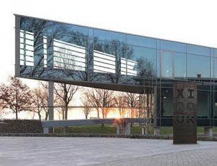 CEO: Ralph van Dooren Plaats: Someren Omzet 2016: 108.756miljoen FTE:600 Gem. groei 2012-2016:1,6% Gem. EBIT 2012-2016:3,1 % Xidoor is voortgekomen uit Berkvens Deursystemen, een Brabants familiebedrijf met een traditie van ruim vijfenzeventig jaar. Xidoor is actief in Europa, Midden Oosten en Noord Amerika. Het bedrijf is gespecialiseerd in binnendeuren en - kozijnen.
