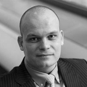 Bouwjaar 1976 Is CEO Randstad Nederland Goudhaan in 2017 OpleidingBedrijfskunde aan de Erasmus Universiteit Rotterdam Topman bij Randstad Nederland: het is de kroon op een jarenlange loopbaan bij Randstad Holding. Reiant Mulder is dan ook geen nieuwe naam in de lijst van Goudhaantjes: al zeven jaar is zijn naam hier te vinden, zij het in verschillende functies. Mulder begon zijn carrière bij software consultancybureau Cambridge Technology Partners, maar maakte na vier jaar de overstap naar I-Bridge, een Shared Service Center voor werkmaatschappijen van Randstad Holding. In die hoedanigheid koppelde hij de front- en de backofficesystemen van alle organisaties die behoren tot de Nederlandse Randstad-groep, aan elkaar. Hij klom in iets meer dan vijf jaar op tot managing director, om in 2010 de overstap te maken naar Randstad Nederland. Zijn gestage klim binnen het bedrijf is typerend voor zijn werkwijze: 'Iedere dag wil ik het beter doen.'