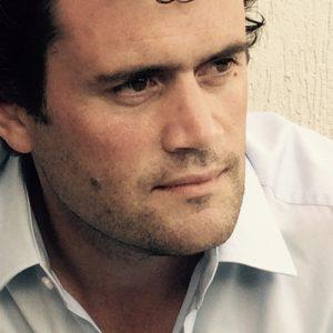 Bouwjaar 1973 Is Lid raad van bestuur, SHV Goudhaan in 2015 en 2017 Opleiding Institutionele economie (Universiteit Utrecht) De ondernemende en avontuurlijke Floris de Ryck was vijf jaar gestationeerd in Brazilië, alwaar hij furore maakte bij SHV-dochters Supergasbras (als CEO) en Makro (COO). In 2016 kwam hij terug om door te stoten tot de directie van één van 's lands grootste familiebedrijven. Daar begint hij tegelijk met bankier Jeroen Drost, die het CEO-stokje overneemt van Stephan Nanninga. Voorafgaand aan zijn weelderige SHV-carrière runde De Ryck vanuit Peru een uitgeverij voor culturele reisgidsen.