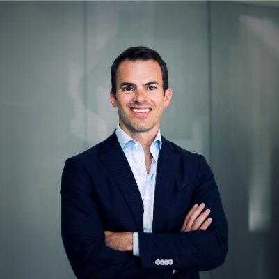 Bouwjaar 1980 Is CFO, Raet Goudhaan in 2017 Opleiding Econometrie (Erasmus Universiteit) en Finance (The University of Calgary) Toen hij op 36-jarige leeftijd CFO werd bij softwareontwikkelaar en hr-dienstverlener Raet, had Jochem Theunissen al heel wat grote namen op zijn cv staan: Emesa, Cyrte Investments, ABN Amro en Lehman Brothers. In zijn stormachtige carrière ontwikkelde deze analytische denker zich van investment banker via private equity banker tot cfo. Raet haalde hem weg bij online businessplatform Emesa. Daar kwam hij naar eigen zeggen terecht door zijn fascinatie voor it-investeringen en de innovaties die daaruit voortkomen.