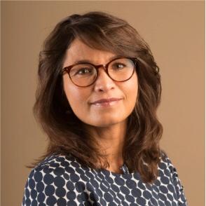 """Bouwjaar 1976 Is Directievoorzitter Interpolis Goudhaan in 2015 en 2017 Opleiding Rechten (Universiteit van Amsterdam) Chantal Vergouw maakt een rentree in de Goudhaantjes-lijst. Logisch. Want deze gedreven en betrokken duizendpoot leverde in haar korte tijd als directievoorzitter van verzekeraar Interpolis een flinke prestatie. Ze vertelt aan MT: """"Met mijn team heb ik het marktleiderschap van Interpolis versterkt door, samen met de Rabobank, fors in te zetten op digitaal. En we hebben het merk Interpolis nieuw elan gegeven, door in te zetten op thema's zoals verkeersveiligheid en innovatie."""" Vergouw is ook nog lid van de raad van commissarissen van internationale verzekeraar Eureko Sigorta."""