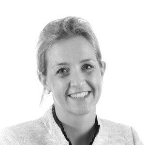Bouwjaar1982 IsBusiness Unit Directeur Asia Pacific bij Royal HaskoningDHV Goudhaan in2014, 2015 en 2016 Opleiding Maritiem Officier (Werktuigbouwkunde Ba., Hogeschool Zeeland) Maritiem ingenieur met een steil carrièrepad. Berte Simons was de eerste drie jaren van haar loopbaan beleidsadviseur van Zeeland Seaports, ofwel de haven van Terneuzen. Daarna beklom zij de ladder van Royal Haskoning (toen nog niet gefuseerd met concurrent DHV), waar zij zich bekwaamde in alles wat met de zware industrie te maken heeft. Zij deinst dus niet terug voor 'de machinekamer, grote motoren, olie en vieze ruimtes', zoals ze zegt in een interview ter gelegenheid van haar nominatie voor de Young Captain Award van 2012. Juni dat jaar werd ze verantwoordelijk voor alle mijnbouw- en zware-industrieklanten wereldwijd. Sinds december 2013 is zij ook directeur van alle Indonesische activiteiten van Royal HaskoningDHV. Tevens is ze lid van de executive board van de INA (Indonesian Netherlands Association) en van de raad van toezicht van de Nederlandse Intercommunity School in Jakarta. Over de hoogtepunten van het afgelopen jaar zegt ze: 'De groei van de operatie in Indonesië met behoud van de winstmarge. Ik ben opgenomen in de lijst van 100 'Global inspirational Women in Mining'. En de start van onze industriële activiteiten in Maleisië met groot food processing plantproject'.