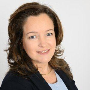 """Bouwjaar 1975 Is Financieel directeur, RTL Goudhaan in 2017 Opleiding Economie (Universiteit Maastricht) Vivienne de Leeuw is volgens RTL-ceo Bert Habets een cfo plus, die met haar ondernemersbloed en ervaring met complexe strategische vraagstukken een perfecte aanvulling is binnen zijn directieteam. Die ervaring deed De Leeuw op als cfo residential bij KPN, waar ze betrokken was bij grote transities. Ze koos voor RTL vanwege de op consumenten gerichte transformatie van de zender. """"Als cfo wil ik vooral een sparringpartner zijn die met strategische en brede financiële kennis helpt om de kansen te verzilveren in een veranderende markt."""""""