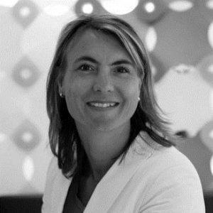 Bouwjaar 1973 IsCCO, VIVAT Goudhaan in 2017 Opleiding Business economics (Erasmus Universiteit) en Management and organisation (TIAS School for Business and Society) De Nederlandse verzekeringswereld is voor Wendy de Ruiter-Lörx als haar eigen broekzak. Ze begon in 2004 bij Nationale Nederlanden, waar ze opklom tot directeur product- en procesmanagement. Tussendoor zat ze 2,5 jaar bij de verzekeringstak van ING. Vijf jaar geleden ging ze aan de slag bij SNS REAAL, waar ze uiteindelijk directeur Leven werd. Sinds 2016 is cco De Ruiter-Lörx één van de twee vrouwen in de raad van bestuur van VIVAT (vroeger REAAL). Iets wat volgens haar 'helaas nog steeds uniek is in Nederland'.
