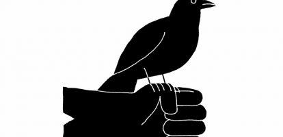 Het gesprek eindigt met een beroemde quote van de Amerikaanse schrijfster Maya Angelou: 'I've learned that people will forget what you said, people will forget what you did, but people will never forget how you made them feel.' En daarmee is de visie van Jakob van Wielink op het onderwerp leiderschap grotendeels samengevat. Van Wielink is leiderschaps- en transitiecoach, werkt met directieteams van bedrijven als DeltaLloyd en publiceert veelgelezen artikelen en boeken over thema's als veerkracht, leiderschap en verandering.Wat hem onderscheidt van andere trainers is dat hij expliciet aandacht besteedt aan verlies en rouw. Want rouwen is volgens hem noodzakelijk om verliezen uit het verleden onder ogen te zien, ervan te leren en succesvol verder te kunnen als leider of organisatie. 'Het verleden, het heden en de toekomst met elkaar verbinden zorgt voor een stevig fundament, zodat je effectief kunt werken. En daarbij geldt: wie niet naar het verleden wil kijken, kan niet goed vooruit.' Leidinggevenden horen volgens hem een secure base te zijn voor medewerkers en dat betekent verantwoordelijkheid nemen en veiligheid creëren. Dat zijn de belangrijkste voorwaarden voor groei. Als je bijvoorbeeld pijn veroorzaakt door een reorganisatie, hoor je als leider dit verlies in de ogen te kijken en met de medewerkers bespreekbaar te maken. Zowel met degenen die vertrekken als me t de medewerkers die achterblijven. Hoe belangrijk leiders zijn voor de betrokkenheid en talentontwikkeling van medewerkers blijkt steeds weer uit onderzoek. In 'The State of the American Manager', een onderzoek onder 27 miljoen Amerikaanse medewerkers, gaf vijftig procent van de medewerkers aan ooit een baan te hebben verlaten vanwege de direct leidinggevende. Voor talentontwikkeling ligt de verantwoordelijkheid dus duidelijk bij de leiding, aldus Van Wielink. Leiderschap is een keuze en deze keuze kun je niet uitbesteden aan HR of ergens anders parkeren. 'Je mag jezelf wat mij betreft niet eens een leid