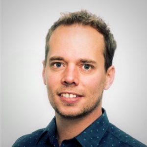 Bouwjaar 1977 Is Managing director, Graydon Nederland Goudhaan in 2016 en 2017 Opleiding Rechten (Universiteit van Amsterdam), Managementprogramma's (Nyenrode, THNK) Hoe transformeer je een financiële dienstverlener met wortels die teruggaan tot de 19e eeuw in een digitaal innovatief bedrijf? Stel die vraag gerust aan Mark Beekman, want hij flikte dit kunstje. Daarvoor werd hij in 2016 beloond met de functie van managing director van Graydon Nederland (150 fte en een omzet van circa 25 miljoen euro). Hij is een veelgevraagd spreker en auteur over datagedreven marketing. Leuk weetje: Beekman speelt op semiprofessioneel niveau golf en is een fervent kitesurfer.