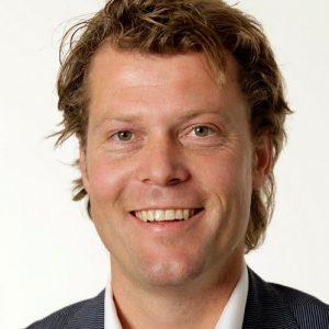 Bouwjaar 1975 Is Industry director, Google Nederland Goudhaan in 2016 en 2017 Opleiding Marketing (Rijksuniversiteit van Groningen) Onno Benninga zei ooit dat hij 'het ultieme uit het internet wil halen'. Dan zit ie als industry director bij Google Nederland natuurlijk op de goede plek. Benninga geeft leiding aan teams van online marketingspecialisten en analytics-, business- en dataconsultants. Samen met die teams adviseert hij dagelijks over online strategie en de uitvoering van digitale transformaties aan boards, directies en operationele teams van grote bedrijven (denk aan travelwebsites en online winkels). Zijn doel: die bedrijven met de juiste inzet van digitaal sneller laten groeien.