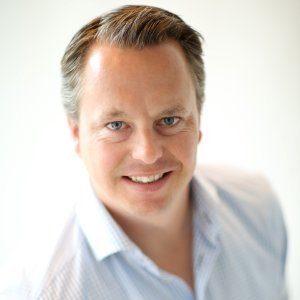 Bouwjaar 1976 Is Senior director marketing EMEA, Optimizely Goudhaan in 2016 en 2017 Opleiding Marketing management (Hogeschool Marcus Verbeek) Een optimale baanwissel voor marketingman Wouter van Vloten. Vorig jaar zat hij nog bij LinkedIn, waar hij de merkpositionering in de Benelux, Scandinavië, Duitsland, Oostenrijk en Zwitserland versterkte. Nu is hij aan boord bij Optimizely, marktleider op het gebied van optimalisatietools die de gebruiksvriendelijkheid en conversie van sites verbeteren. Van Vlotens taak? De marketingactiviteiten in Europa, het Midden-Oosten en Afrika uitbreiden. En zo de vraag naar de experimentele oplossingen van Optimizely vergroten.
