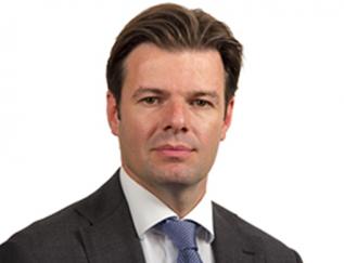 """Bouwjaar 1977 Is Chief finance and risk officer, NN Investment Partners Goudhaan in 2017 Opleiding Finance and investments (Universiteit Maastricht) Na zijn studie Bedrijfseconomie in Maastricht, werkte financiële man Martijn Canisius achtereenvolgens bij Aegon, Axa en Delta Lloyd. Bij die laatste werkgever onder meer als CFRO van ABN AMRO Verzekeringen en Directeur Balance Sheet Management. Na de overname van Delta Lloyd door NN Group is hij benoemd tot CFRO in de directie van de gecombineerde asset management-bedrijven. Vertelt aan MT over zijn nieuwe job: """"Met de integratie willen we de positieve, onderscheidende punten van beide bedrijven behouden en verenigen, waardoor de klanten en medewerkers kunnen profiteren van het sterkere gecombineerde bedrijf."""""""