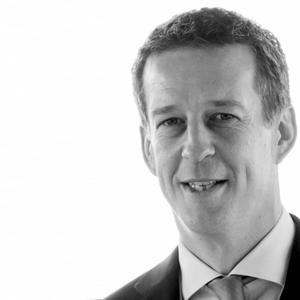 Bouwjaar 1975 Is CEO SHV Energy Goudhaan in 2017 Opleiding Rechten aan de Universiteit Groningen en eenMBA aan INSEAD Na twee jaar bij KPN besloot Fulco van Lede dat hij nog niet uitgeleerd was. Aan Insead volgde hij een MBA-opleiding, en met succes: in zijn afstudeerjaar 2003 behoorde hij tot de tien beste studenten. Daarna trad hij toe tot investeringsvehikel SHV Holding, het familiebedrijf van de Fenteners van Vlissingen. Ook hier boekte hij snel succes: op zijn 29ste al assisteerde hij de raad van bestuur, waarna hij ervaring opdeed bij dochterbedrijven op de Filippijnen, in Duitsland en in Tsjechië en Slowakije, waar hij landendirecteur werd. In China bekleedde hij in 2012 zijn eerste CEO-positie: bij SHV Energy. Daarna keerde hij terug naar Nederland als lid van de raad van bestuur voor SHV Energy. In diezelfde tijd nam SHV Energy het besluit biologische lpg te gaan distribueren vanuit de eerste fabriek daarvoor ter wereld, op de Maasvlakte. In oktober 2015 werd hij CEO van de internationale energietak.