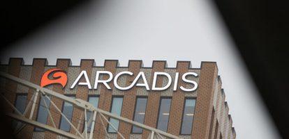 Analist Teun Teeuwisse schrijft in een rapport dat Arcadis dieper in de financiële problemen zit dan verwacht en dat er een aandelenemissie moet komen. Daarop daalt de koers van Arcadis flink. Wie is analist Teeuwisse?