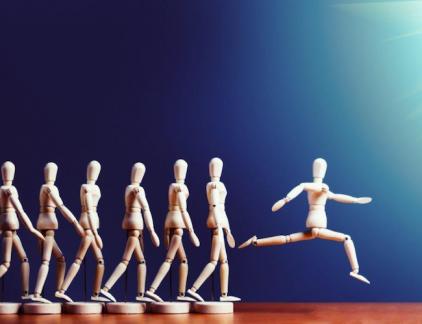 Steeds meer bedrijven nemen het over: zelfsturing binnen organisaties. Toch bestaan er nog een aantal hardnekkige misvattingen. MT-columnist Ronald van der Molen zet ze op een rij.