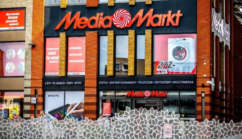 Nu ook voormalig digitale spelers fysieke winkels gaan openen, maakt MediaMarkt de vlucht naar voren met maatwerk en nog meer service. 'De online hype is voorbij. Consumenten willen de producten in de winkels kunnen zien, aanraken en uitproberen voor ze iets kopen.'