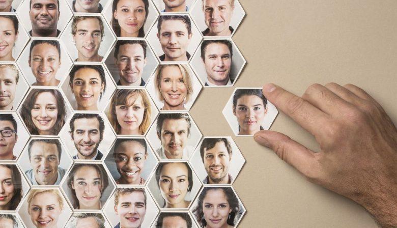 De digitalisering zorgt ervoor dat er veel verandert aan ons werk. HR loopt echter nog wat achter, stelt Yves Stox. Terwijl juist investeren in je medewerkers heel belangrijk is.