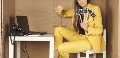 De proeftijd is voor de werkgever een machtig middel. Een werknemer moet in deze periode zijn of haar kwaliteit bewijzen en kan zonder pardon de deur gewezen worden. Maar ook werkgevers zijn gebonden aan bepaalde regels. Hoe het precies zit en wat de regels zijn, legt advocaat Eva Knipschild uit in deze column.