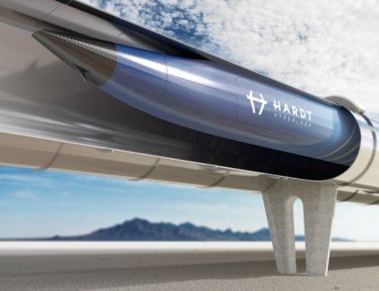 De oplossing van de toenemende drukte op de weg en in de lucht is niet méér asfalt leggen of meer treinen en vliegtuigen inzetten, stelt Hardt-CEO Tim Houter. 'De toekomst van mobiliteit is de hyperloop, een trein die nog sneller kan zijn dan een vliegtuig.' Door het ophalen van 1,25 miljoen euro is dat doel een stap dichterbij.