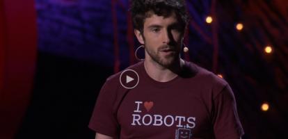 Keller Rinaudo bouwde een robot die je je af en toe een glimlach geeft, of even moet gapen. De robot fungeert als vriend voor alle leeftijden, zo kan hij ook met je meelopen en kun je de besturing delen met vrienden of familie.