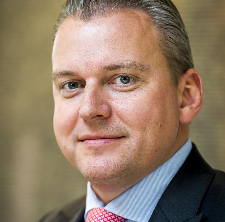 Met 10,7 miljoen euro is de winst van BinckBank in het vierde kwartaal hoger dan verwacht. De online broker stopt daarnaast met Alex Vermogensbeheer. Topman Vincent Germyns wil naar een strategie met één merknaam.
