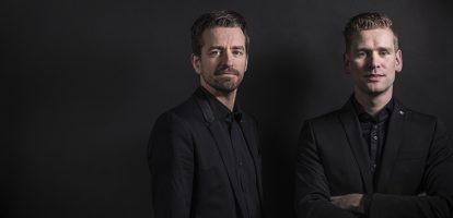 Bas van der Veldt en ArnoldMars, zonen van de oprichters, vormen de tweekoppige directie van softwareontwikkelaar AFAS. Dat doen ze op geheel eigen wijze. En met succes. Sinds hun aantreden in 2009 is de omzet verzevenvoudigd. De marge is een dikke veertig procent.