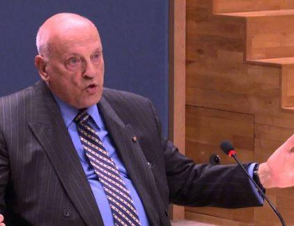 Jan Timmer (85) was jaren president-commissaris van Philips. Decennia na zijn vertrek schreef hij het boek 'Die man van Philips', met zijn memoires en waarin hij de tijd na zijn aftreden analyseert.