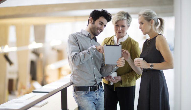 Millennials en Generatie X, elk hebben ze hun eigen competenties, ervaring en dynamiek. 'Maar wie denkt dat één van de twee generaties de waarheid in pacht heeft, is verkeerd', zegt Mirabel Hoys, Manager Sourcing en Outsourcing bij Attentia.