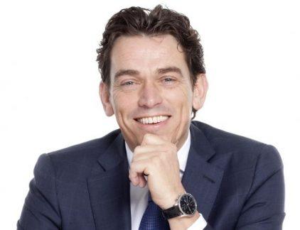 Ruud Sondag (55) wordt nog altijd vereenzelvigd met Van Gansewinkel, de afvalverwerker waar hij van 2001 tot aan 2012 aan het roer stond. Hij bouwde het bedrijf om van een traditioneel afvalbedrijf tot een organisatie waar duurzaamheid hoog in het vaandel stond. Toeval of niet, de man die hij bij Eneco gaat opvolgen, Jeroen de Haas, heeft een vergelijkbare trackrecord. Ook hij bouwde een traditionele partij om tot een duurzaam bedrijf. Wat dat betreft is de keus van Sondag opmerkelijk. De Haas stapt namelijk om, naar verluidt omdat hij vreest dat zijn zorgvoldig op geb