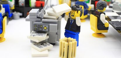 Dat grote IT-projecten vaak mislukken heeft volgens Wolter Toet, oud-CIO bij onder andere Ten Cate en Pearle, vaak te maken met de gewoonte van medewerkers om met het oude systeem te werken. Hij schreef het boek 'Komt een CEO bij de IT-dokter' over wat leidinggevenden hieraan kunnen veranderen.
