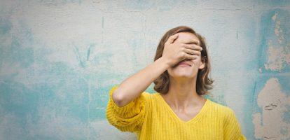 Zakenman en schrijver Rolf Dobelli deelde al eerder levenslessen om gelukkiger te worden en domme denkfouten te voorkomen. In zijn nieuwe boek leert hij je aan de hand van 52 lessen hoe je verstandiger kunt handelen.