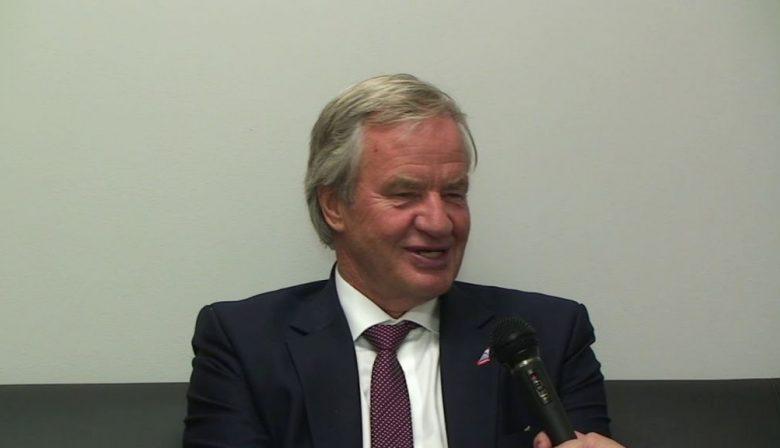 Met een onverwachte winst in het tweede kwartaal hoopt budget airline Norwegian Air concurrenten die hen over willen nemen op afstand te houden. Een profiel van topman Bjørn Kjos.