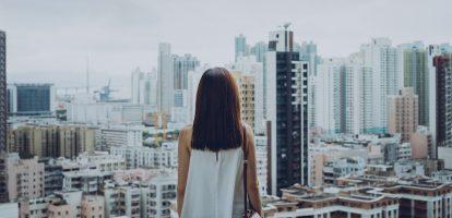 Terugkeren op de werkvloer na een onderbreking van je carrière - om wat voor reden dan ook - kan behoorlijk tegenvallen. Het boek She's Back geeft praktische tips en voorbeelden.