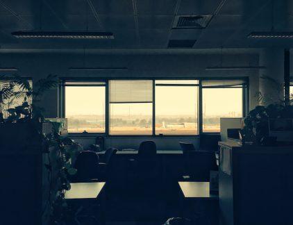 Wat doen sectoren om de personeelstekorten tegen te gaan? In deze aflevering: opleidingsinstituut ITvitae leidt hoogbegaafde mensen met autisme op voor een baan in de IT.