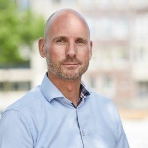 De Tweede Kamer geeft brede steun aan een mogelijke fusie tussen postbedrijven PostNL en uitdager Sandd. Een profiel van Sandd-topman Rob Brakenhoff.
