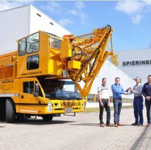 Spierings Mobile Cranes CEO: Leo Spierings Plaats: Oss Omzet: 83 miljoen euro Gemiddelde groei: (2013-2017): 30,8% Gemiddelde EBIT: (2013-2017): 6,8% FTE: 196